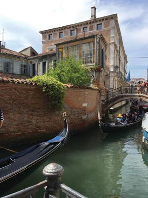 3-Gondola-traffic-jam